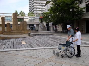In front of an elderly residence in Kobe